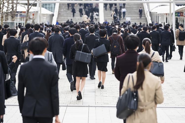 日本の採用形式(新卒採用・中途採用)及び海外との違い